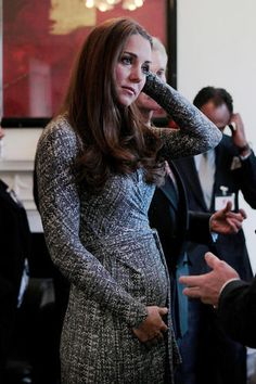 Kate Officially Debuts Baby Bump & It's Unbelievably Adorable