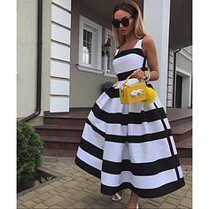 15 - Top Luxury and Fashionable 2019 Summer Wear for ladies - 1 Clothing is an item worn to show the beauty and protection of a woman. Paris Chic, Look Fashion, Fashion Blogger Style, Womens Fashion, Sara Fashion, Female Fashion, Fashion Black, Summer Wear For Ladies, Zara Models