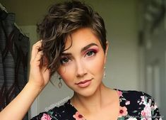 Curly Pixie Hairstyles, Short Curly Haircuts, Curly Hair Cuts, Pixie Haircut, Pretty Hairstyles, Short Hair Cuts, Curly Hair Styles, Ling Bob, Crazy Hair
