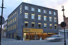 bloc-exterior-front-landscape Window Reveal, Architectural Features, Sign Design, Architecture Design, Tourism, Brick, Multi Story Building, Exterior, Windows