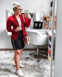 """LARISSA VALZACCHI on Instagram  """"Como vocês pediram muitooooo pra ver meu  look de hoje !! Bem basiquinha !!! Amo usar casaquinhos, de todas as cores  😂😂. 2d445ee7ff"""