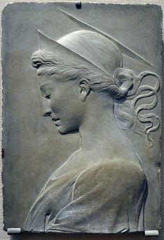 Arenisca alivio escultura de Santa Elena (madre del emperador romano Constantino) atribuida a Desiderio da Settignamo, (Florencia del Renacimiento, 1429). Toledo Museum of Art.