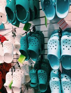 p i n t e r e s t sarah elizabeth Cute Shoes, Me Too Shoes, Summer Aesthetic, Crocs Shoes, Shoe Game, Vsco, Cute Outfits, Footwear, My Style
