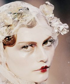 john galliano  autumn/winter  2009    http://idreamofaworldofcouture.tumblr.com/