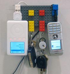 Los legos también pueden servir como porta cargadores http://ir.tn.com.ar/1ktlM7h
