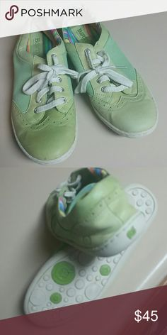 Born shoes Cute lime green. Super funky Born Shoes Flats & Loafers
