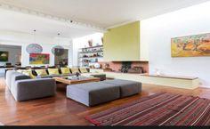 #AVendre - VANVES / PARC FREDERIC PIC / LYCEE MICHELET Magnifique maison d'habitation sur 2 niveaux (une batisse ancienne et une extension avec bardage en bois) : 267 m2 habitable sur un jardin arboré 200 m2 avec piscine. Pour plus d'informations, contactez l'Agence Vaneau Pasteur au 01.77.32.15.01 ou envoyez un mail à pasteur@vaneau.fr