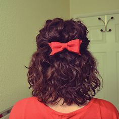 19 Naturally Curly Hairstyles For When You're Already Running Late - hair styles for short hair Curly Hair Styles, Short Curly Hair, Curly Girl, Natural Hair Styles, Pretty Hairstyles, Easy Hairstyles, Straight Hairstyles, Beautiful Haircuts, Curly Haircuts