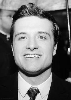 that smile 😌 Josh Hutcherson, Handsome, Actors, Smile, Cook, Beauty, Disney, Recipes, Recipies