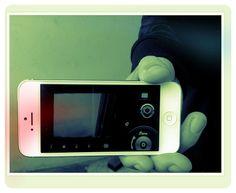 Lo que un periodista quiere hacer en medio de la noticia, cuando se la encuentra por la calle, es grabar, y de ser posible  enviarla al instante a su medio. Los móviles de gama alta se han vuelto populares entre las organizaciones de comunicación.