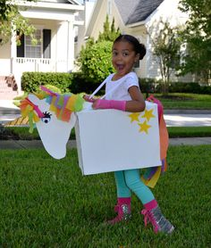 33 Super Easy Cardboard Box Halloween Costumes For Lazy People Boxing Halloween Costume, Unicorn Halloween Costume, Halloween Costumes For Kids, Cardboard Costume, Cardboard Box Crafts, Peter Pan Costumes, Unicorn Kids, Rainbow Unicorn, Safari Decorations