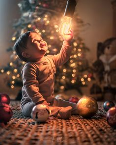 Discover and share the best photos Cute Kids Photography, Christmas Photography, Creative Photography, Baby Christmas Photos, Cute Baby Girl Pictures, Cute Kids Photos, Foto Baby, Baby Images, Cute Little Baby
