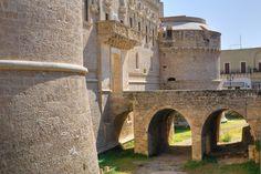 Γνωρίστε τα ελληνικά χωριά της Ιταλίας Mansions, House Styles, Travel, Home, Decor, Greece, Viajes, Decoration, Manor Houses