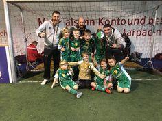 Heute beim Hallenturnier des LaOla Soccer Cup's haben wir von 24 Teams den 3. Platz erreicht. Wir haben nicht nur durch insgesamt 48 erzielten Tore die meisten Tore des Tuniers erzielt, sondern auch spielerisch sehr stark aufgetretten. Das kämperisch kam dabei nie zu kurz. Wir haben alle Spiele als ein eine wahre Mannschaft bestritten! Eine sehr starker Auftritt zur Finale der Hinrunde! Super Leistung Jungs! Hier die Spiele:  1. gegen SSVg Heiligenhaus 3:0 gewonnen 2. gegen 1.FC Niederkassel…