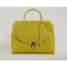 Say hello to spring with this new handbag by Picard! So trendy and fresh.  (Lysegrøn Picard Håndtaske)