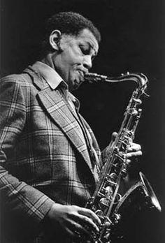 Dexter Gordon (February 27, 1923 – April 25, 1990) was an American jazz tenor saxophonist. Jazz Saxophone, Saxophone Players, Tenor Sax, Jazz Players, Jazz Artists, Jazz Musicians, Music Artists, Dexter Gordon, Jazz Radio