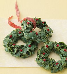 Marshmallow cereal treat wreaths - so festive and delicious! YUM!