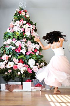 DIY floral Christmas tree- love this! Christmas Tree Design, Christmas Tree Flowers, Best Christmas Tree Decorations, Holiday Tree, Colorful Christmas Tree, Hawaiian Christmas Tree, Christmas Tree Trends 2018, Christmas Tree Garland, Xmas Trees