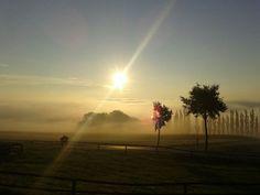Früh aufstehen und einen atemberaubenden Sonnenaufgang erleben. #derwiesenhof #wohlfühlhotelwiesenhof #wanderurlaub #naturpur Celestial, Sunset, Outdoor, Getting Up Early, Sunrise, Hiking, Outdoors, Sunsets, Outdoor Games