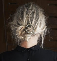 Le chignon bas flouté hair inspo, hair inspiration, low messy buns, messy b 5 Minute Hairstyles, Messy Hairstyles, Pretty Hairstyles, Wedding Hairstyles, Updo Hairstyle, Wedding Updo, Wave Hairstyles, Korean Hairstyles, Beehive Hairstyle