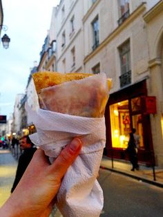10 Tips for Dining Well in Paris: Guest Post by The Hungry Traveler | CosmosMariners.com