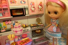 Harriet is doing last minute holiday baking! Blythe doll