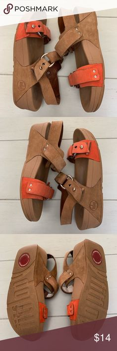 e3479b2e7afaf6 Fitflop sandal Super comfortable fit flip sandals. One sandal is missing  the part that holds