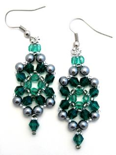 Be Jeweled Earrings Tutorial: Bead Woven Emerald Earrings Pattern  These look so pretty!  The tutorial has lots of pictures, so this shouldn't be too hard to follow!