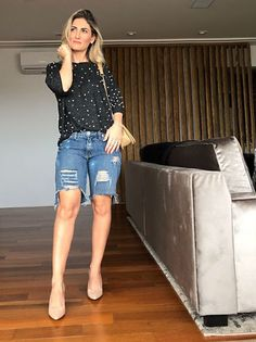 Short Outfits, Chic Outfits, Summer Outfits, Bermuda Shorts Outfit, 50 Fashion, Womens Fashion, Blue Jean Outfits, Look Con Short, Capri Jeans