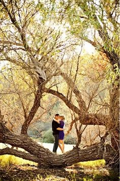 Fall Engagement Photo Shoot and Poses Ideas 5