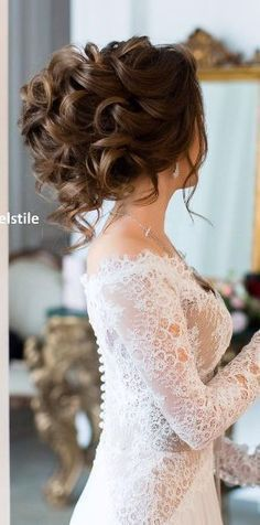 Wedding hairstyle idea; Featured: Elstile More