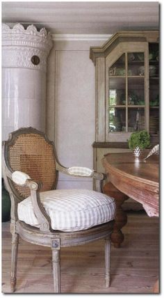 Lars Bolander-Veranda September 2007 Gustavian Antiques, Swedish Decorating, Nordic Style, White Painted Antiques, French Antiques, White Furniture