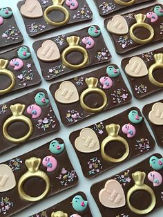 Discover recipes, home ideas, style inspiration and other ideas to try. Homemade Chocolate Bars, Chocolate Candy Recipes, Chocolate Covered Treats, Chocolate Lollipops, Artisan Chocolate, Chocolate Design, Chocolate Shop, Chocolate Treats, Valentines Day Chocolates