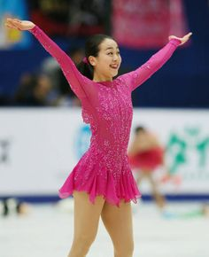 フィギュアスケートのグランプリ(GP)シリーズ第3戦、中国杯の女子ショートプログラム(SP)で演技を終え、歓声に笑顔で応える浅田真央(中京大)=北京(2015年11月06日) 【時事通信社】 (488×600) http://www.jiji.com/jc/d4?d=d4_asa&p=mao505-jpp020242973