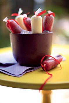 Outra forma de relembrar a infância é servindo geladinhos. A sugestão do chef Vinícius Rojo é a versão frozen de coquetéis como boas-vindas e para animar a pista de dança