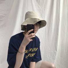 Korean Boys Ulzzang, Ulzzang Boy, Bad Boys, Cute Boys, Korea Boy, Monochrome Fashion, Cute Gay Couples, Aesthetic Boy, Iconic Women