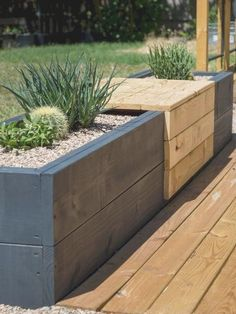 67 Beautiful Small Backyard Landscaping Ideas 2019 Midcentury modern styled built-in bench with planters for succulents. The post 67 Beautiful Small Backyard Landscaping Ideas 2019 appeared first on Backyard Diy.