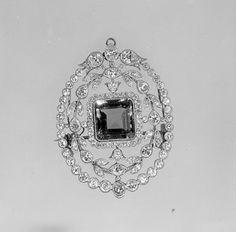 Brooch  Probably Tiffany & Co.  (1837–present)   Date: ca. 1900 Culture: American Medium: Emerald, diamonds, platinum