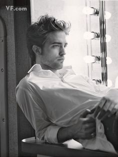 Robert Pattinson :) (I feel like a 12 year old girl, but my obsession is justified - I can look past his 'twilight' career and see that he is a sophisticated, handsome, and extremely talented man. Who wouldn't find that attractive? Vanity Fair, Look At You, How To Look Better, Brat Pitt, Pretty People, Beautiful People, Beautiful Boys, Blake Steven, Johny Depp
