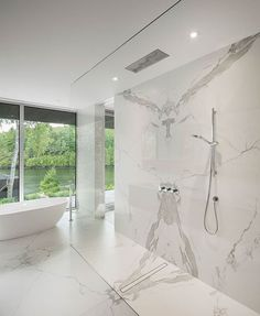 See 59 sleek contemporary and modern master bathroom design ideas. Modern Master Bathroom, Modern Bathroom Design, Bathroom Interior Design, Decor Interior Design, Small Bathroom, White Bathroom, Modern Home Design, Master Bathrooms, Minimalist Bathroom
