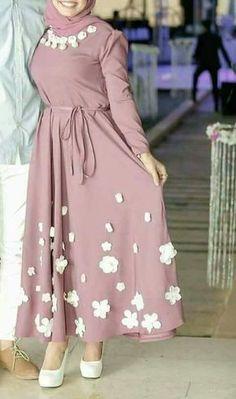 Hijab Dress Party, Hijab Evening Dress, Hijab Style Dress, Hijab Chic, Chic Dress, Simple Long Dress, Simple Dresses, Abaya Fashion, Fashion Outfits
