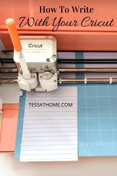 cricut crafts How To Write With Your Cricut. The Cricut Maker & Explore Air 2 can do so much more than cutting vinyl. Learn how to use pens to create fun fonts in Design Space. 10 Easy S Cricut Air 2, Cricut Help, Cricut Vinyl, Cricut Cake, Cricut Tutorials, Cricut Ideas, Circuit Machine, Cricut Craft Room, Ipad