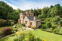 England - England's smallest castle, complete with Molly's Mews, for sale for $680,000 041317