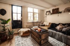 Sometimes you find a home that is just too perfect, it sticks with you for weeks and you keep looking at the pictures. I've been blogging for a few years now and this home is definitely one I will remember for a long time. Dutch company Scotch & Soda created a beautiful home in Amsterdam …