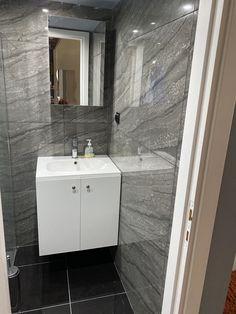 Έπιπλο μπανιου από μελαμίνη Bathroom Lighting, Vanity, Mirror, Furniture, Home Decor, Bathroom Light Fittings, Dressing Tables, Bathroom Vanity Lighting, Powder Room