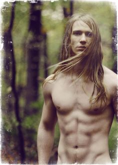 Now I know we never see The Fool shirtless (would kind of give away the ambiguous gender thing) I am posting this because the face of the model is very Tawny Man. True says Dr. Pagan Men, Beautiful Men, Beautiful People, Beltane, My Hairstyle, Mi Long, Cute Guys, Male Models, Sexy Men