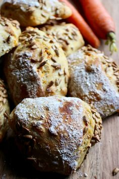 Dinkel & durum pallets with carrot & hazelnuts Bread Recipes, Baking Recipes, Cake Recipes, Healthy Recipes, Eating To Gain Muscle, Healthy Eating Quotes, Good Food, Yummy Food, Piece Of Bread