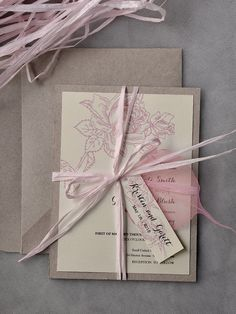 Looking for a wedding invitation for your rustic themed big day? Check out these super chic wedding invitations with unique belly band details from4LOVEPolkaDots. Don't you love them?