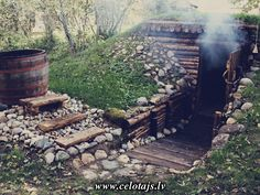 This is like a sauna village which has several saunas of different types. Visitors can rate where the steam feels the best and learn about the history of saunas. We have a cave, Finnish and Estonian saunas and a sweat lodge. Diy Sauna, Sauna House, Sauna Room, Outdoor Sauna, Outdoor Baths, Bushcraft, Rustic Saunas, Sauna Design, Arquitetura