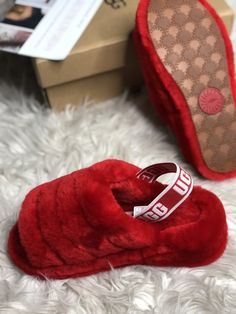 Self Control Ugg Slides Nike Air Shoes, Ugg Shoes, Shoe Boots, Bedroom Slippers, Baby Slippers, Best Sneakers, Sneakers Fashion, Cute Uggs, Cute Slides